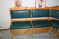 Угловой диван,  стол (деревянный)